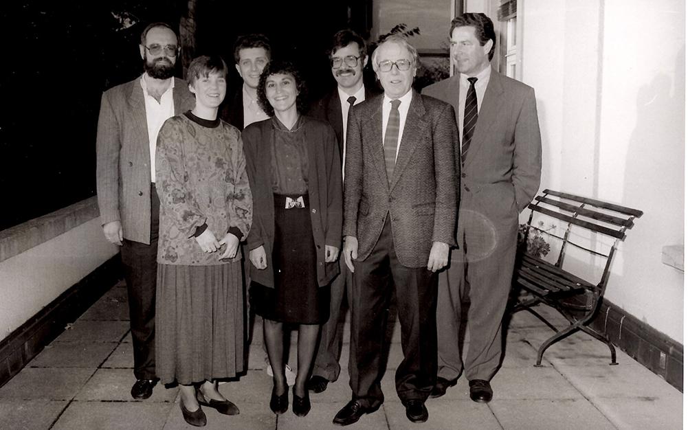 Die Redaktion bei der Vernissage zum Registerband (1990)